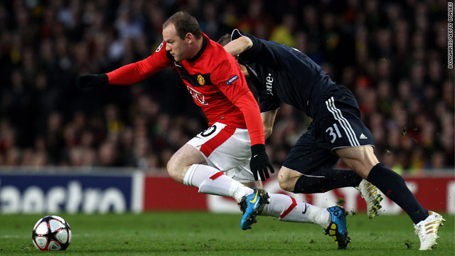 Wayne Rooney, left, aggravated his ankle injury during Manchester United's midweek match with Bayern Munich.
