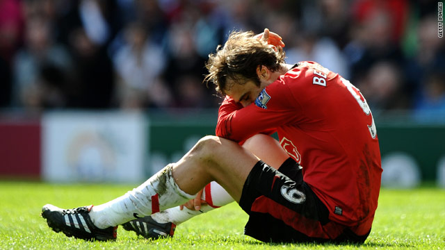 Dimitar Berbatov missed a great chance to give Manchester United victory but they were held to a 0-0 draw at Blackburn.