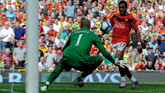 Nani puts Manchester United 2-1 ahead against Tottenham with a delicate chip over goalkeeper Heurelho Gomes.