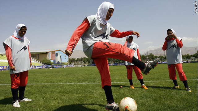 The Iranian women's team practice their skills.