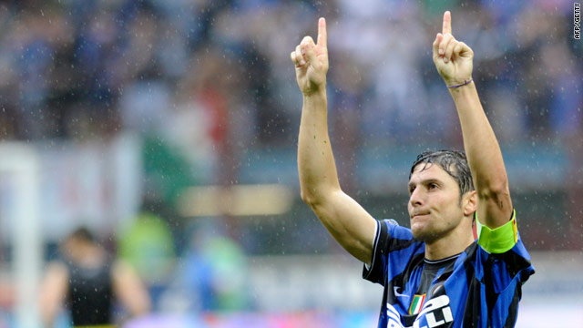 Inter's Argentine defender Javier Aldemar Zanetti celebrates their San Siro win.