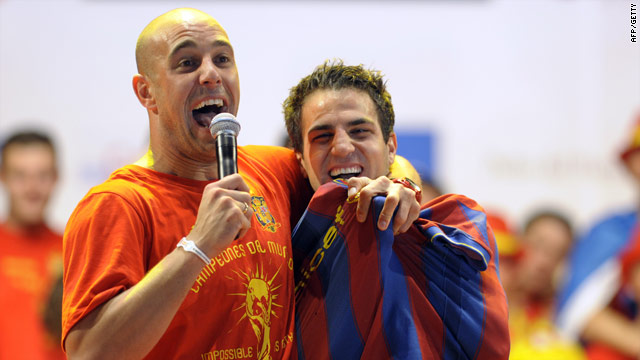 Pepe Reina is the master of ceremonies as Fabregas dons his Barcelona shirt.