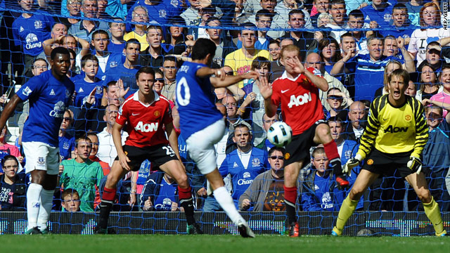 Everton midfielder Mikel Arteta scores the equalising goal in injury time to make the score 3-3 against Manchester United.
