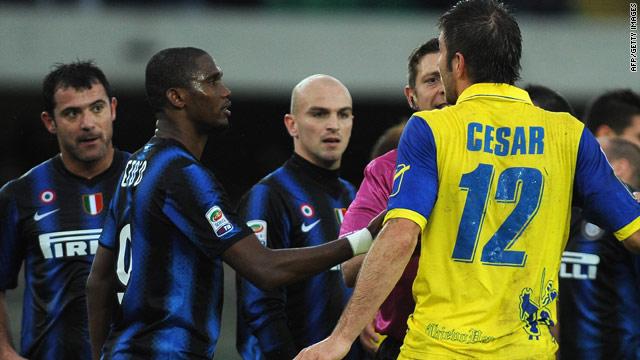 Inter Milan striker Samuel Eto'o was seen head-butting Chievo's Bostjan Cesar by television cameras.