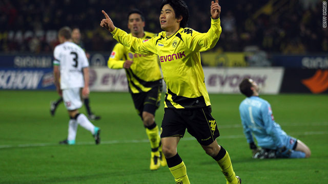 Shinji Kagawa celebrates scoring Borussia Dortmund's second goal during a 4-1 victory over Borussia Moenchengladbach.