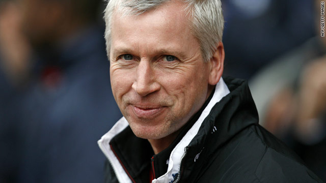 Newcastle United unveiled Alan Pardew as the new manager of the English Premier League side on Thursday.
