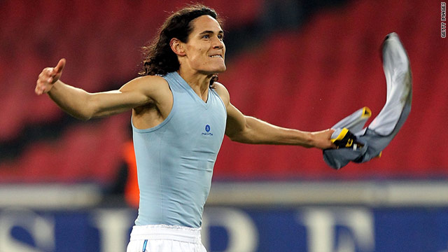 Napoli's Edinson Cavani celebrates his team's win over Lecce which closed the gap on Serie A leaders AC Milan to three points.