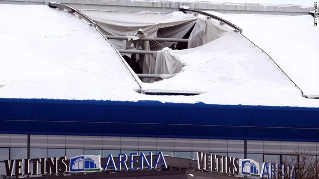 Schalke's Veltins Arena is sporting a large hole after heavy snowfall damaged the roof.