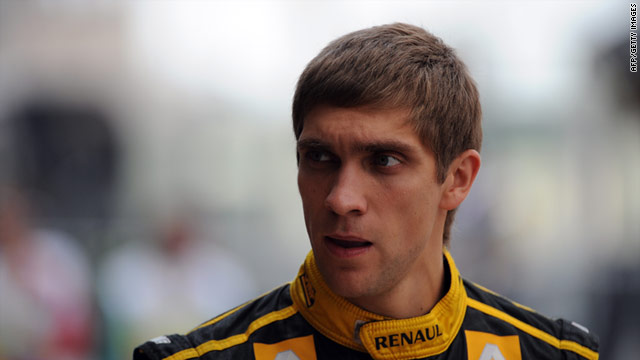 Petrov will remain at Lotus Renault for two more years after agreeing a new contract with the Formula One team.