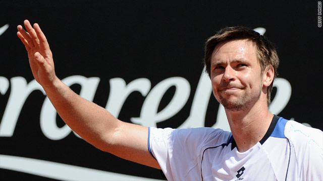 Robin Soderling cruised into the second round at Roland Garros, dropping just five games in three sets.