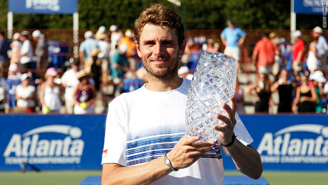 Mardy Fish continued his winning streak on the ATP Tour with victory over John Isner in Atlanta.