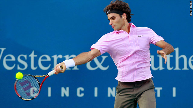 Roger Federer fought back from dropping the opening set to retain his Cincinnati Masters title.