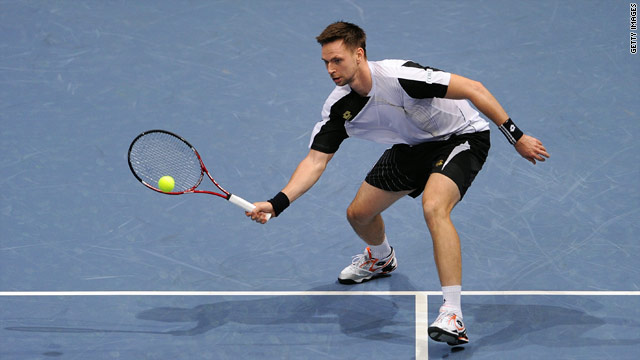 Robin Soderling dropped just five games as he brushed aside the challenge of Gael Monfils in Valencia.