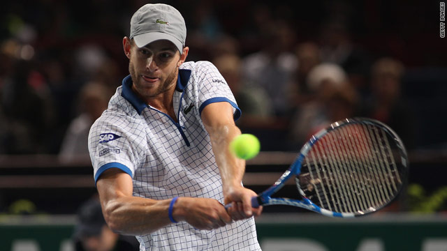 Andy Roddick will play fourth seed Robin Soderling in the quarterfinals of the Paris Masters on Friday.