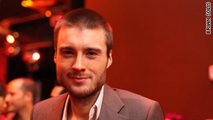 Mashable founder Pete Cashmore says Google Buzz will benefit from people already using Gmail.