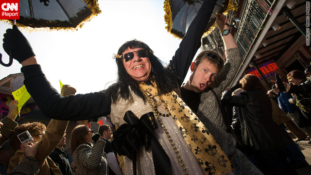 Saints fans parade in dresses in the French Quarter, honoring a Super Bowl promise made by a late sportscaster.
