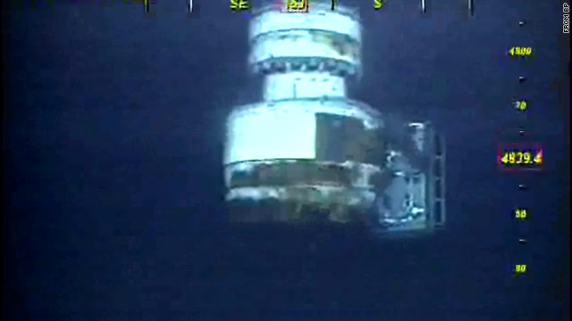 Crews have begun removing the blowout preventer on BP's ruptured well in the Gulf.