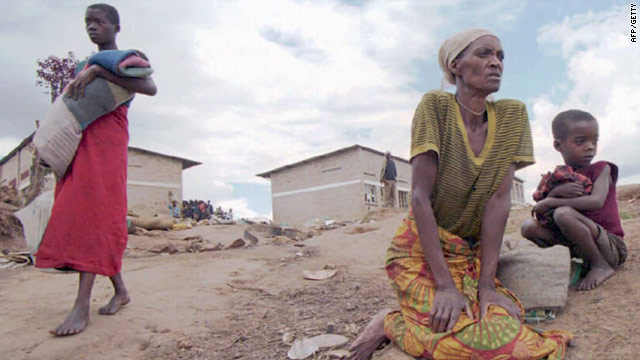 A Hutu woman, her granddaughter and daughter (L) seek refuge in the Kibeho camp in Rwanda in April 1995.