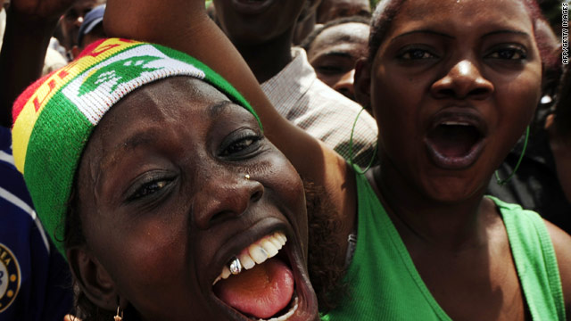 Supporters of Guinea's presidential frontrunner Cellou Dalein Diallo rally in Conakry.