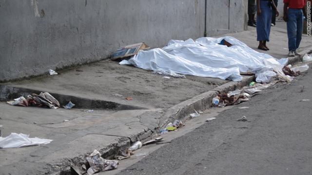 t1larg.bodies.street.pap.cnn.jpg
