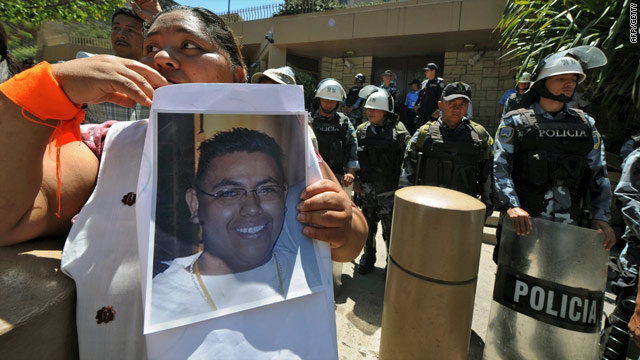 Family and friends of murdered journalist Joseph Hernandez Ochoa protest in front of the U.S. embassy in last month.
