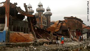 Workers hope to restore the Port-au-Prince landmark Iron Market to its original splendor.