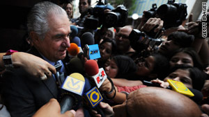 Guillermo Zuloaga speaks to journalists after presenting himself at the district attorney's office in Cararas in 2009.