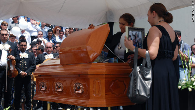 The relatives of Edelmiro Cavazos, Mayor of Santiago, attend his funeral, in Santiago, Mexico on August 19, 2010.