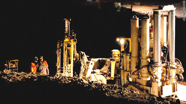 A Strata 950 bore is being used to reach trapped miners. A specialized device used for boring water holes is on its way.