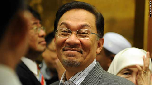 Malaysian opposition leader Anwar Ibrahim arrives with his at a court in Kuala Lumpur on Tuesday.