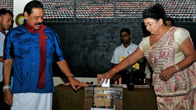 Sri Lankan President Mahinda Rajapaksa casts his vote in Thursday's parliamentary election.