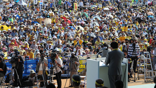 Okinawa governor Hirokazu Nakaima addresses protesters gathered on Sunday in a rally against the U.S. airbase.