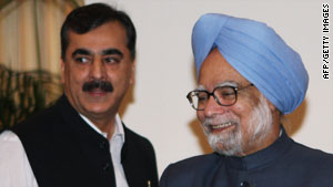 "The meeting between Manmohan Singh (right) and Yousaf Raza Gilani  was decscribed as ""very good."""