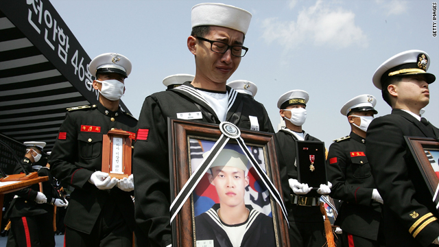 Surviving sailors of the sunken navy ship Cheonan carry the portraits of the deceased sailors of the vessel during the funeral ceremony at the Second Fleet Command of Navy on Thursday in Pyeongtaek.