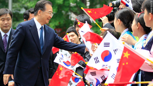 Chinese Premier Wen Jiabao is welcomed by children waving the flags of South Korea and China during a visit to Seoul on May 29.