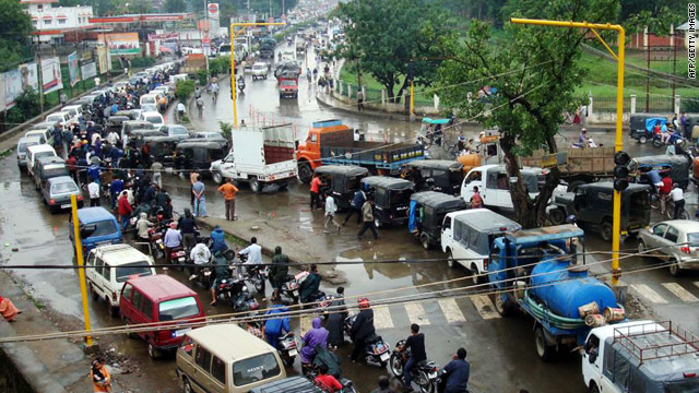 Vehicles in India's Manipur state line up for gas as a blockade caused supply shortages on Wednesday.