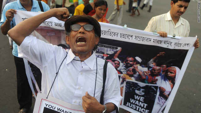 Protesters in India demand the extradition of former Union Carbide boss Warren Anderson.