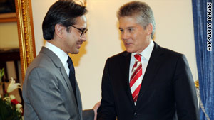 Australian Foreign Minister Stephen Smith, right, meets his counterpart Marty Natalegawa in Jakarta on Thursday.