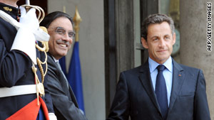 France's President Nicolas Sarkozy (right) welcomes Pakistani President Asif Ali Zardari to the Elysee Palace.