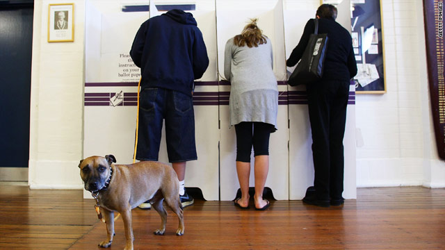 Australians cast their vote for a new government at Bondi Surf Bathers Life Saving Club on August 21, 2010 in Sydney.