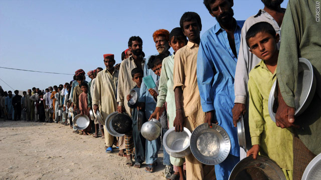 Flood victims wait for food and water at a makeshift camp in Sukkur on August 23, 2010.