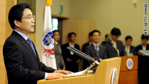 South Korean Foreign Ministry spokesman Kim Young-Sun, left, speaks on the Iran sanctions in Seoul on Wednesday.