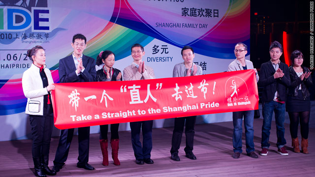 Following Wu Youjian's example, several parents took the stage with their gay children at the November 6 'Family Day' event at Shanghai Pride.