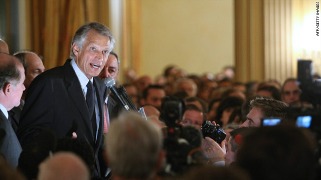 Dominique de Villepin addresses supporters in October 2009.