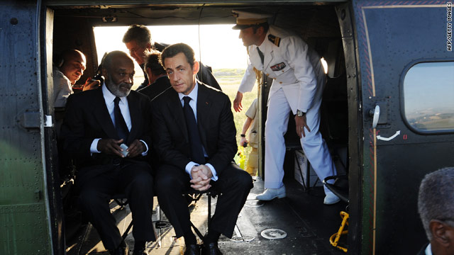 French President Nicolas Sarkozy talks with Haitian counterpart Rene Preval.