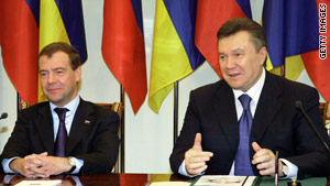 Russian President Dmitry Medvedev, left, and Ukrainian President Viktor Yanukovych announce the agreement.