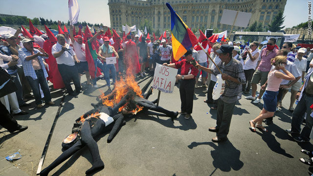 Protesters burned dummies representing the Romanian president and ministers in Bucharest on June 15, 2010.
