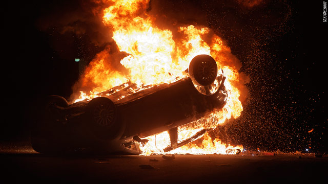 A police car set on fire by demonstrators during clashes in Terzigno on Thursday. Twenty officers were injured.