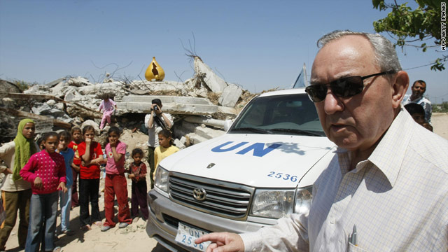 U.N lead investigator Richard Goldstone inspects damage inflicted on homes in Gaza during the offensive of 2008/2009.