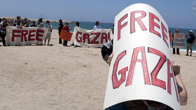 Pro-Palestinian protesters on Monday in Ashdod call for the release of the passengers on the Freedom Flotilla.
